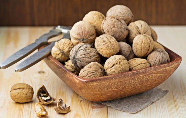 Как влияет грецкий орех на давление, потенцию мужчины, желудок и кровь