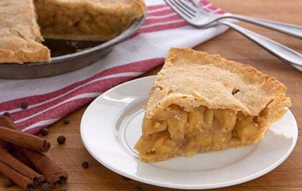 Пирог с сушеными яблоками