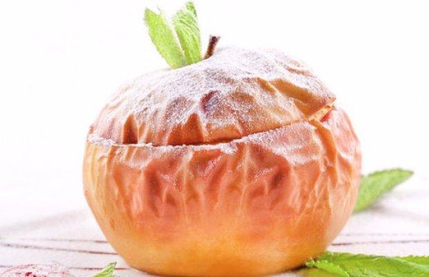 Польза печеного яблока в микроволновке