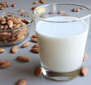 Миндальное молочко в косметологии