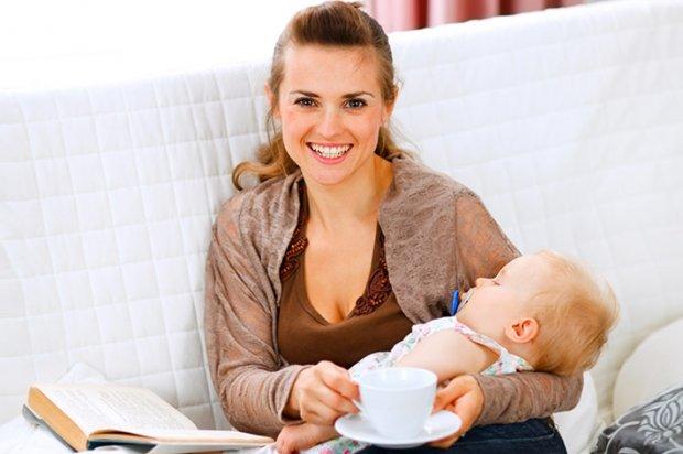 Кормлящая мама пьет какао «Несквик»