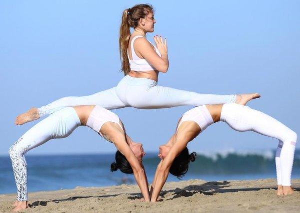 Йога фото на 3 человек для детей