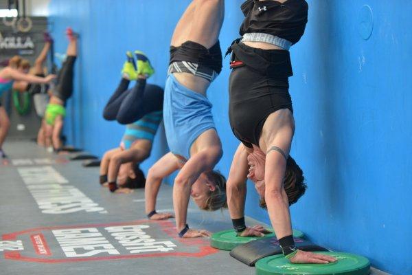 Вертикальные отжимания у стены: эффективное укрепление дельтовидных мышц
