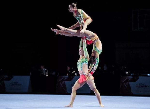 Групповые виды упражнений акробатики