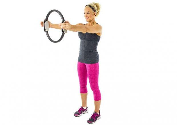Упражнение для мышц груди, рук и даже пресса