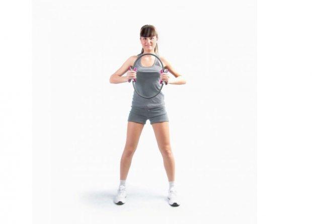 Упражнение, направленное на мышцы плеч, рук и даже спины