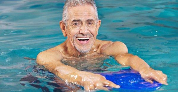 Упражнения в бассейне для позвоночника и спины