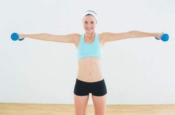 Эффективные упражнения с гантелями для женщин для похудения рук с фото