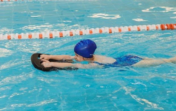 Использование доски для плавания