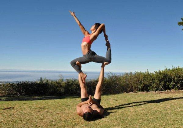 Позы йоги для двоих: описание 17 асан для двоих с фото
